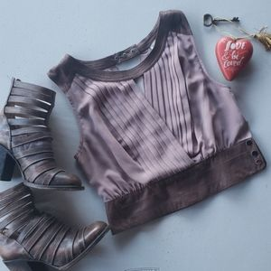 NEW* Casual sleeveless top with crossover
